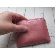 Mano da Manaオリジナルコンパクト財布。素材は、上質なシェブロンエナメルを使い、日本製。オリジナルのピンキーリングには、スワロフスキー付き