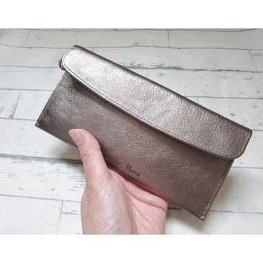 母の日のプレゼントに、薄くて軽いカブセタイプの長財布